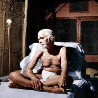Ramana Maharshi sitzend auf Bett